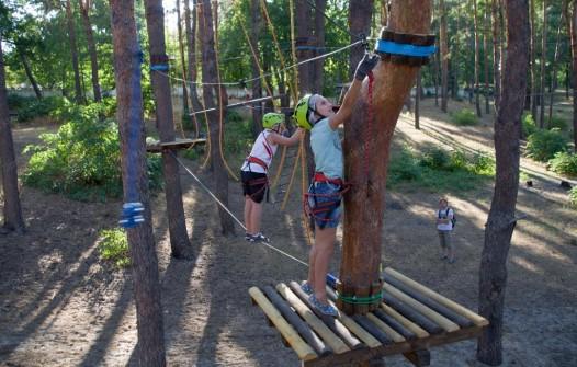 высокий веревочный парк для подростков